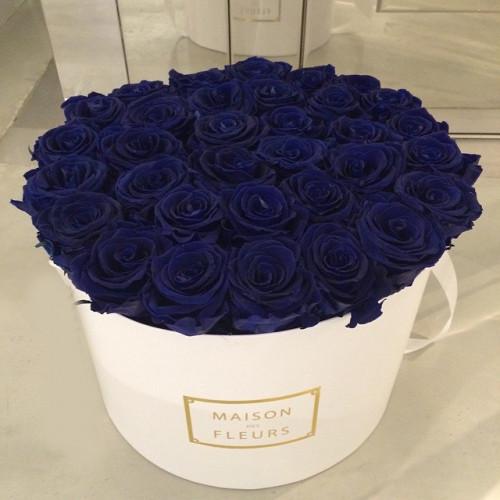 Купить на заказ Заказать Синие розы в коробке Maison с доставкой по Костанаю с доставкой в Костанае