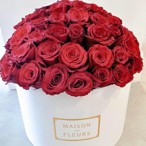Купить на заказ Заказать Красные розы в коробке Maison с доставкой по Костанаю с доставкой в Костанае