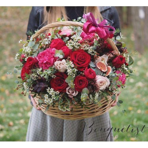 Купить на заказ Шикарная корзина из гортений и роз с доставкой в Костанае